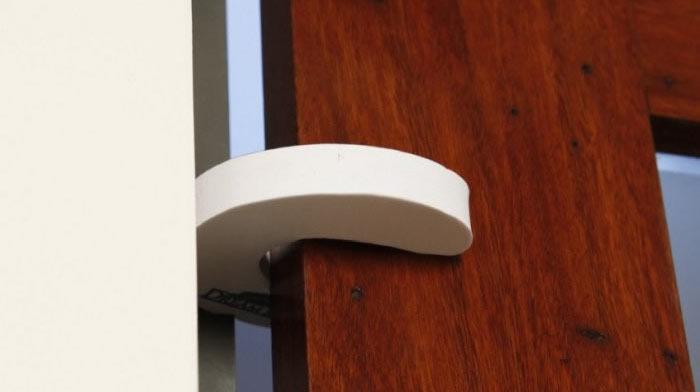 zabezpieczenie przed zatrzaśnięciem drzwi