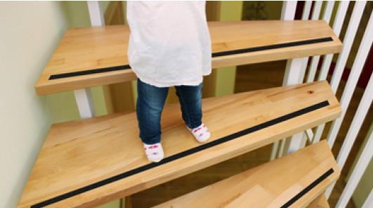 zabezpieczenie schodów przed poślizgiem